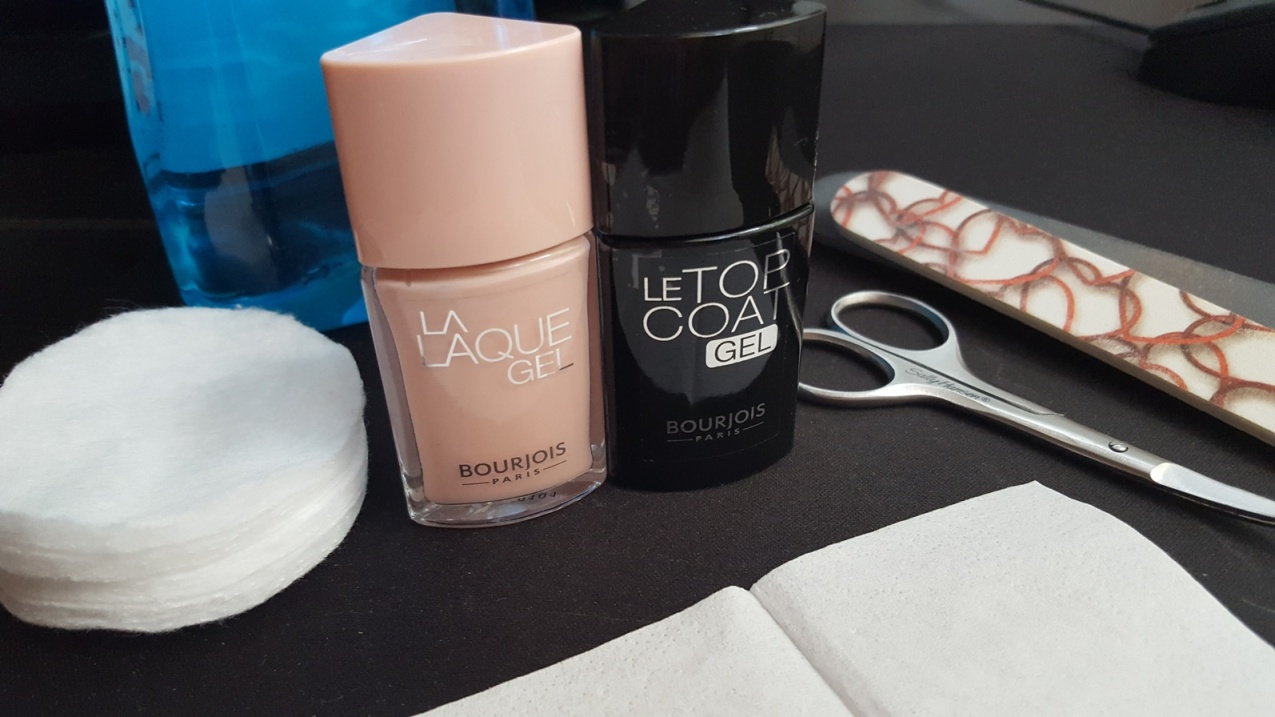 la-laque-gel-bourjois-thebeautycorner-manicure-chair-et-tendre